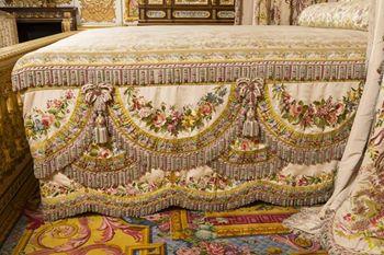 La chambre de la reine versailles for Chambre louis xvi versailles
