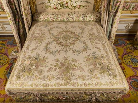 La chambre de la reine versailles page 2 for Chambre louis xvi versailles