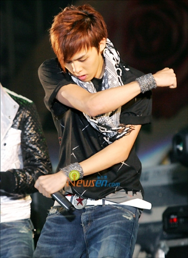 top big bang hairstyle. Big Bang#39;s leader G-Dragon,