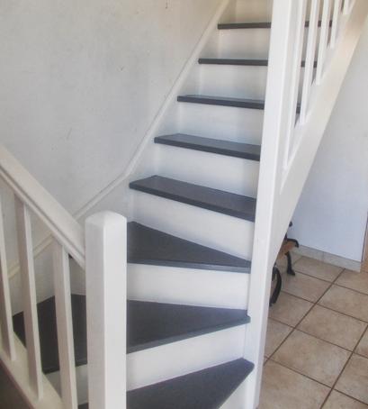 escalier repeint et mont e d 39 escalier relooke. Black Bedroom Furniture Sets. Home Design Ideas