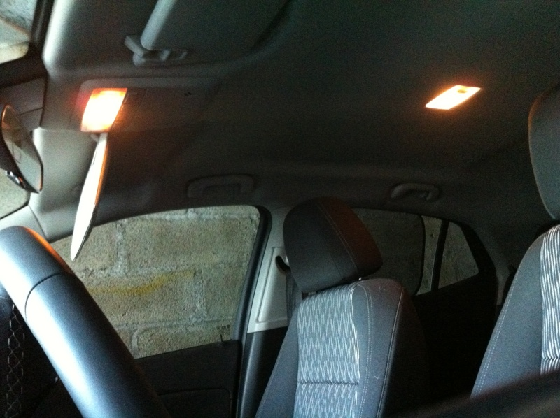 montage ampoules led 5w plafonnier et plaque d 39 immatriculation opel mokka. Black Bedroom Furniture Sets. Home Design Ideas