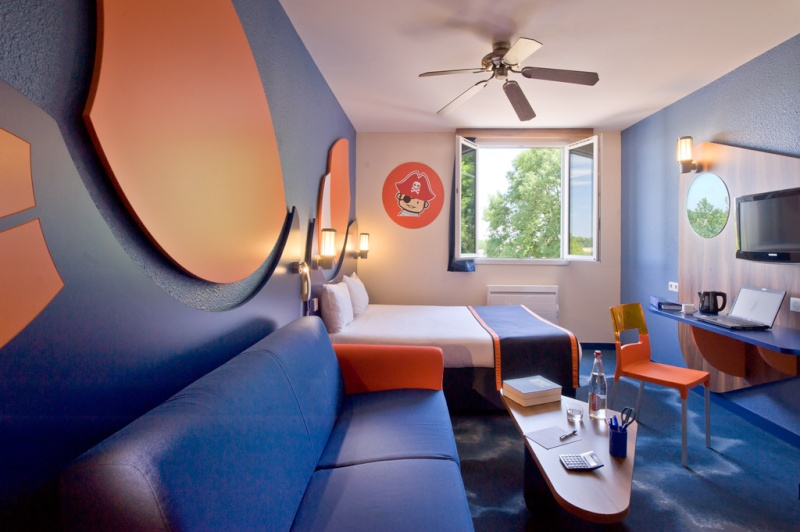 H tel partenaires algonquin 39 s explorers hotel for Interieur hotel disney