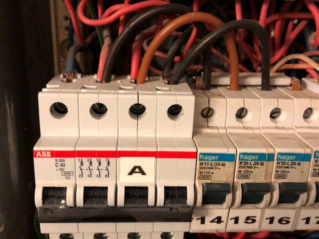 Pontage D Un Disjoncteur Tetra En Monophase Forums De Volta Electricite